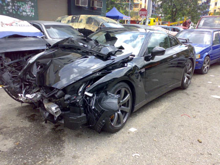 First Crashed Gt R In Malaysia Ouch Autoworld Com My
