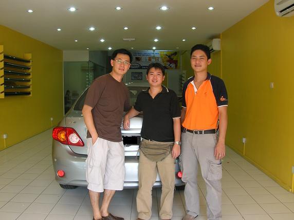 (L-R): Mr Choy, Mr Jeffrey Foo of Dgdream, Mr Yap of JP Enterprise