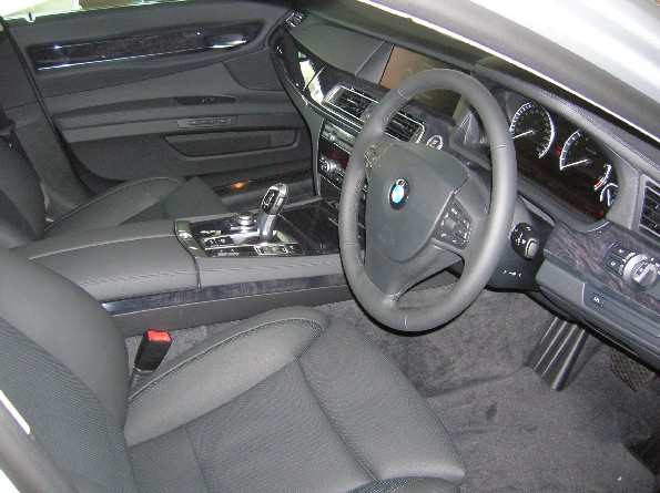 Cabin receives a dose of conventionalism. Gearstick returns, but in the form of 5-series joystick design.