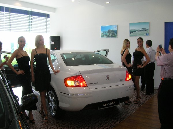 Models pose with the car. (No, they're not French)