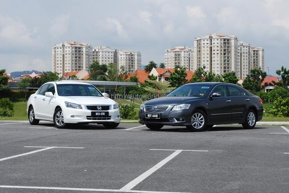 Battle of Middle Earth Honda Accord 20 VTiL vs Toyota Camry 20