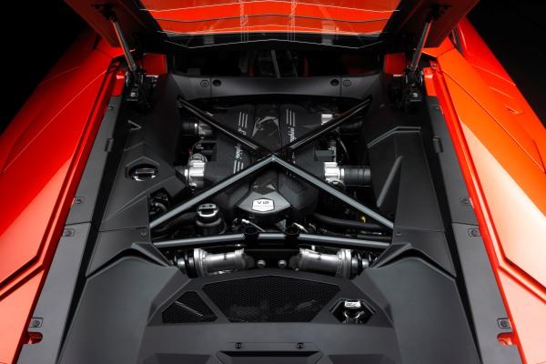 aventador engine