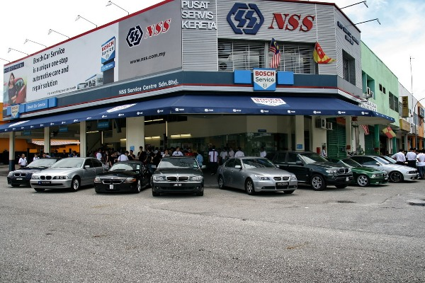 Car Clubs Gather At NSS Service Centre For Bosch Technical - Cool cars service centre