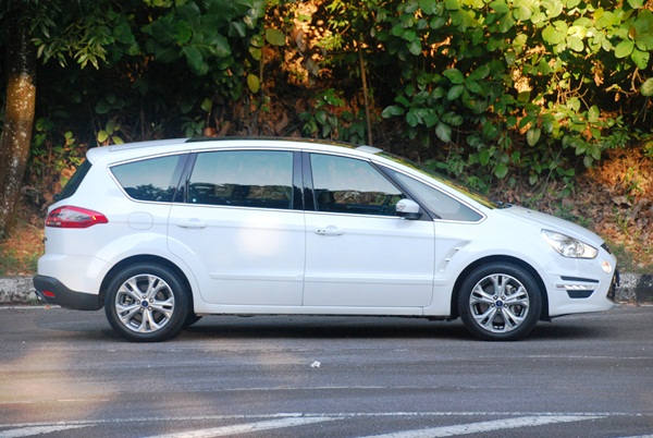 ford s max 240ps test drive review. Black Bedroom Furniture Sets. Home Design Ideas