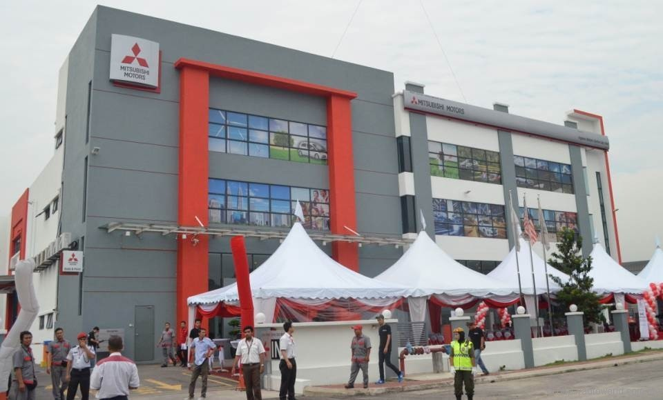New Mitsubishi Dealership In Puchong Autoworldcommy - Mitsubishi dealer ship