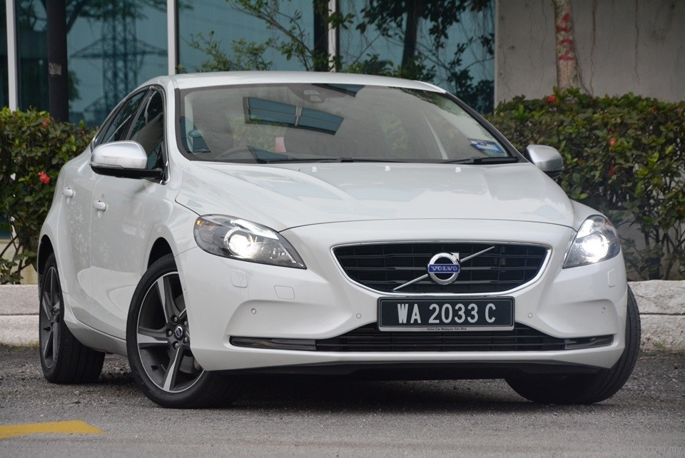 volvo v40 t5 test drive review. Black Bedroom Furniture Sets. Home Design Ideas
