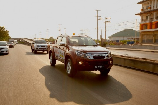 Isuzu D-Max journeys from Bangkok to Singapore in one tank