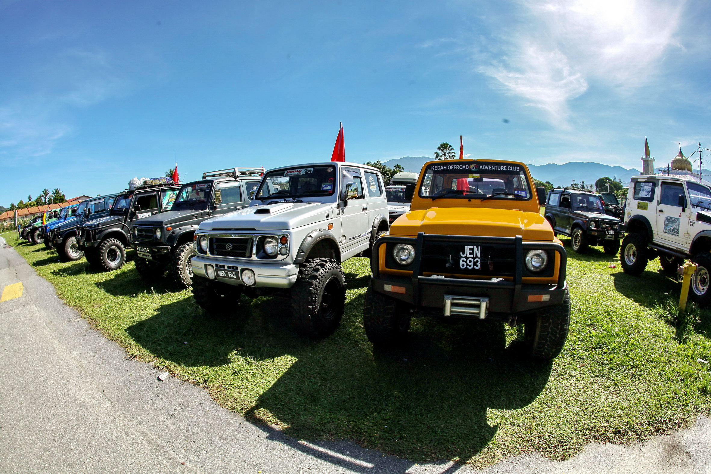 Suzuki Jimny Owners Treated To Offroading Adventure Autoworld Com My