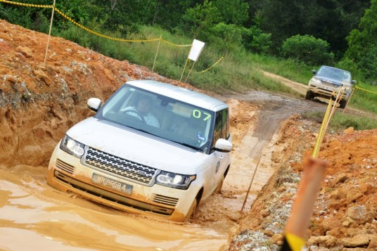 Land Rovers bathe in mud for off-roading experience